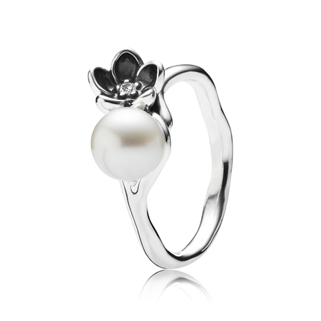Fleur mystique, perle blanche, cz incolore et émail noir