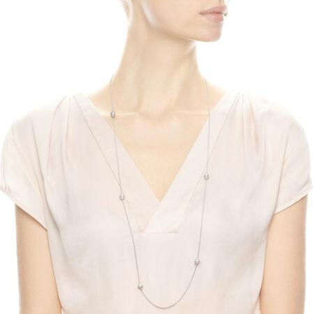 Gouttelettes délicates lumineuses, perles de cristal blanches