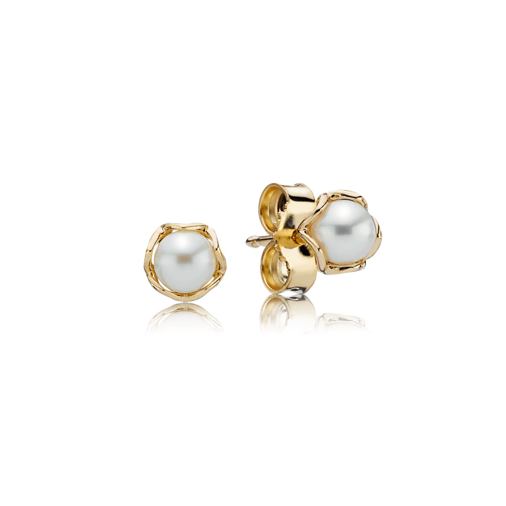 Cultured Elegance Stud Earrings, Pearl & 14K Gold, Yellow Gold 14 k, Beige, Freshwater cultured pearl - PANDORA - #250319P